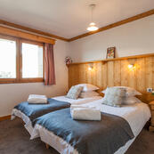 Good sized twin ensuites in Chalets Foehn, Covie and Charmille.