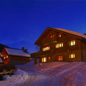 Chalet Foehn's great location within 100m of the ski lift makes it a popular choice.